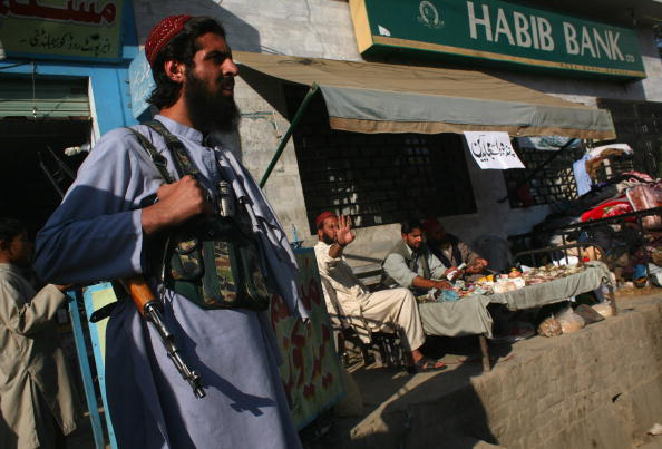 Taliban「Taliban And Pakistani Forces Standoff In Swat Valley」:写真・画像(7)[壁紙.com]