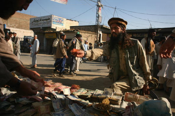 Taliban「Taliban And Pakistani Forces Standoff In Swat Valley」:写真・画像(12)[壁紙.com]