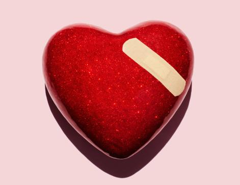 ハート「Heart with plaster.」:スマホ壁紙(7)