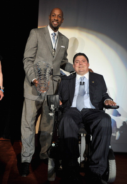 アロンゾ モーニング「27th Annual Great Sports Legends Dinner To Benefit The Buoniconti Fund To Cure Paralysis - Dinner」:写真・画像(9)[壁紙.com]
