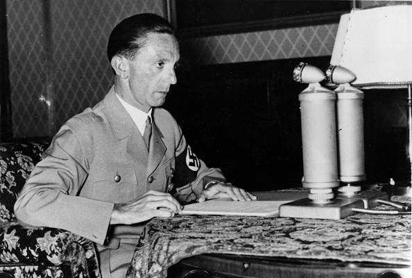 Microphone「Joseph Goebbels」:写真・画像(14)[壁紙.com]