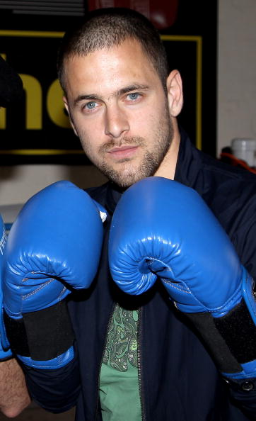 Boxer Kevin Mitchell「Joe Cole and Kevin Mitchell - Photocall」:写真・画像(4)[壁紙.com]