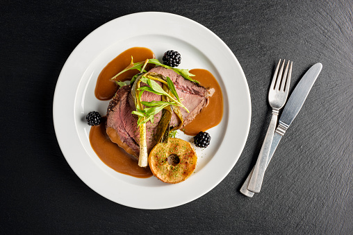 Food and Drink「Venison with apple and seasonal vegetables.」:スマホ壁紙(9)