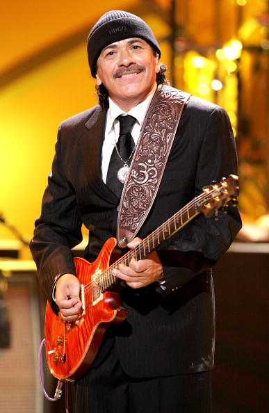 ミュージシャン カルロス・サンタナ「2005 World Music Awards - Show」:写真・画像(2)[壁紙.com]