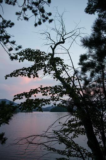 Adirondack Mountains「View of Saranac Lake at dusk」:スマホ壁紙(12)