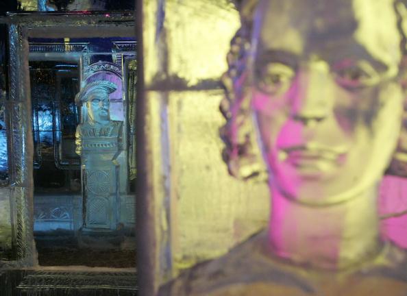 Ice Sculpture「Belgium's Snow & Ice Festival Opens」:写真・画像(3)[壁紙.com]