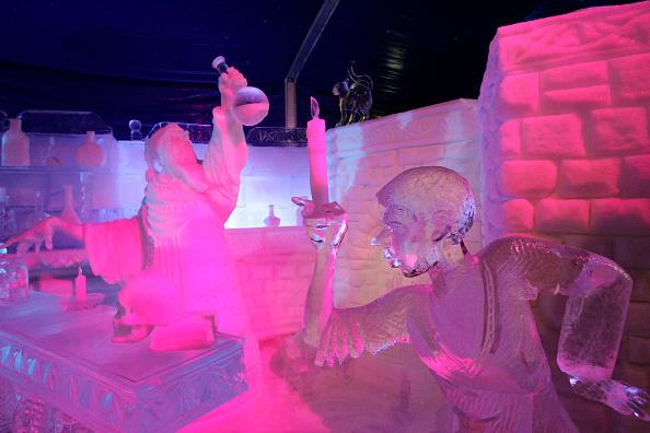 Ice Sculpture「Belgium's Snow & Ice Festival Opens」:写真・画像(2)[壁紙.com]