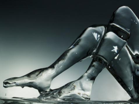 Female Likeness「Ice sculpture of human legs」:スマホ壁紙(12)