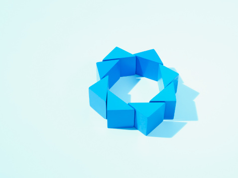 Triangle Shape「Blue triangles arranged in a circle」:スマホ壁紙(12)