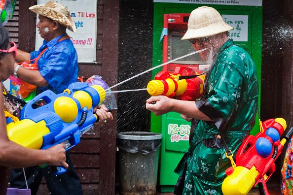 お祭り「Water Festival Marks Start Of New Year In Thailand」:写真・画像(11)[壁紙.com]