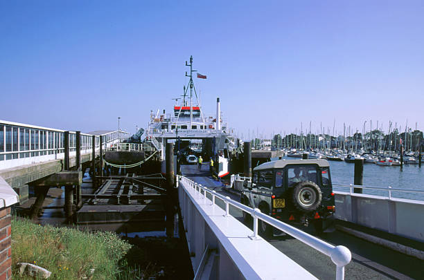 Lymington Car Ferry bound for Yarmouth Isle of Wight 2000:ニュース(壁紙.com)