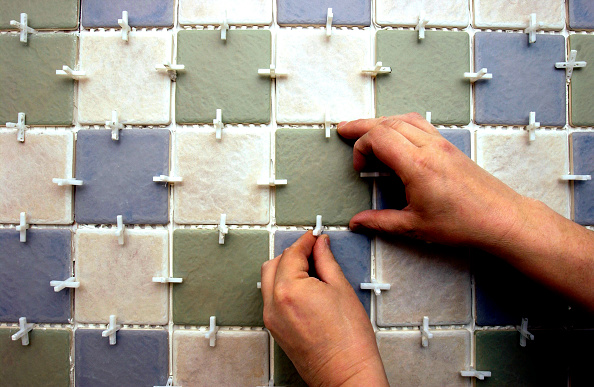 Tile「Tiling the bathroom」:写真・画像(4)[壁紙.com]