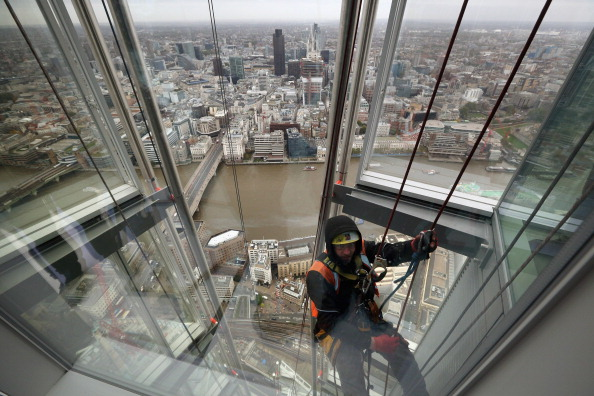Rope Access Technician「Press Preview Of The View From The Shard Tourist Attraction Which Opens In 2013」:写真・画像(3)[壁紙.com]
