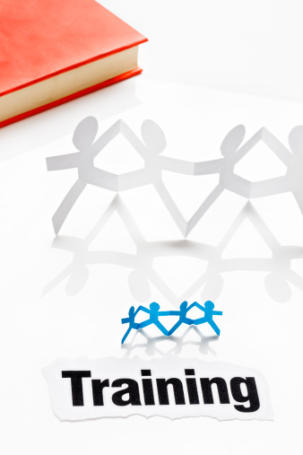 Human Resources「Paper chain people with headline Training and book,  on white」:スマホ壁紙(16)