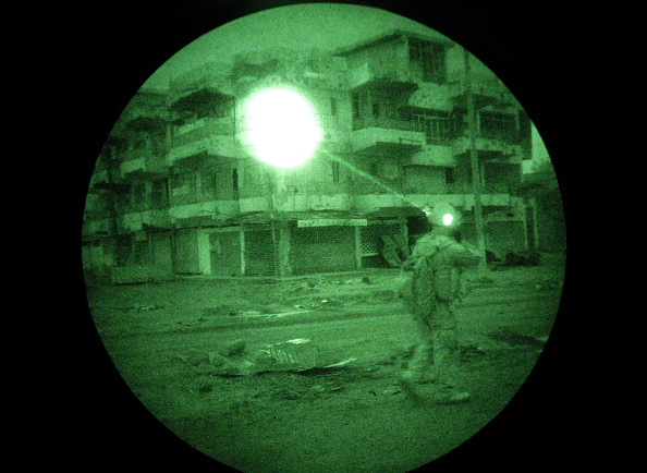 Iraq War 2003-2011「Marines Operate Under Cover Of Darkness In Ramadi」:写真・画像(18)[壁紙.com]