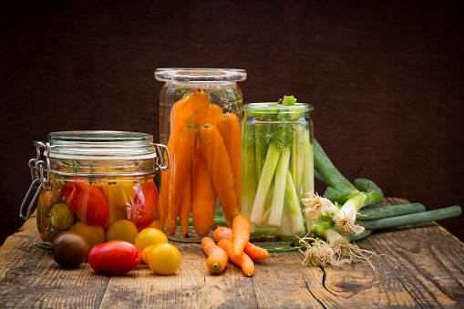 Pickled「Pickled spring onions and fermented carrots in glasses」:スマホ壁紙(16)