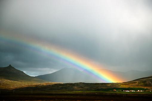 虹「Icelandic rainbow」:スマホ壁紙(17)