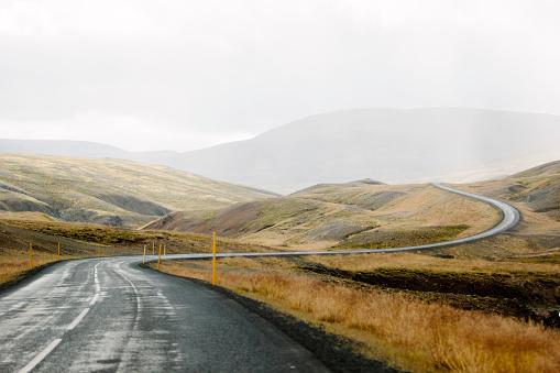 Country Road「Icelandic road」:スマホ壁紙(1)