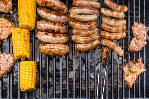 German Food「Different meat, maize and fried sausages on barbecue grill」:スマホ壁紙(7)