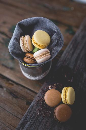 マカロン「Different macarons and chocolate shaving」:スマホ壁紙(16)