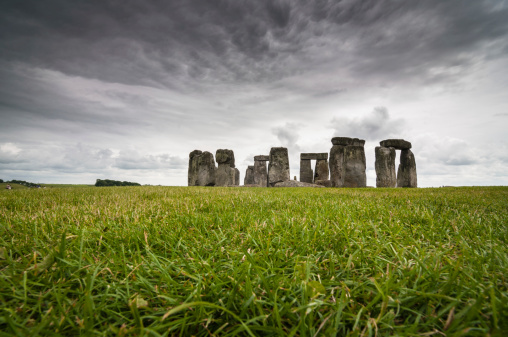 Low Angle View「Stonehenge」:スマホ壁紙(1)