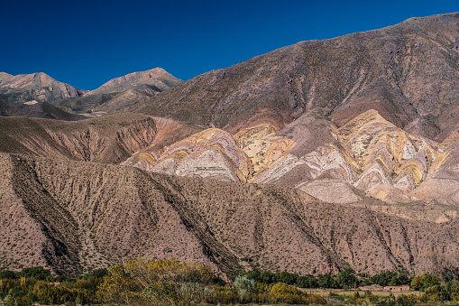 Vibrant Color「Brightly coloured mountains of Painted Valley with small adobe house in the foreground, Humahuaca Ravine, NW Argentina」:スマホ壁紙(6)