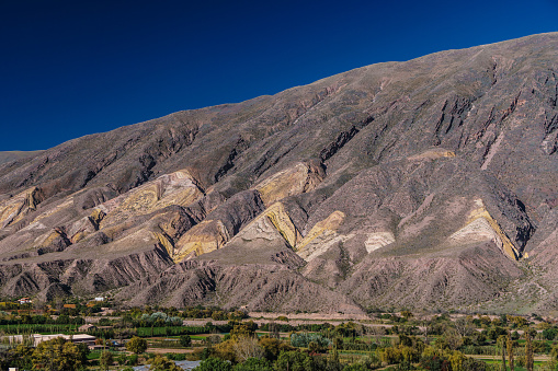 Vibrant Color「Brightly coloured mountains of Painted Valley, Humahuaca Ravine, NW Argentina」:スマホ壁紙(7)