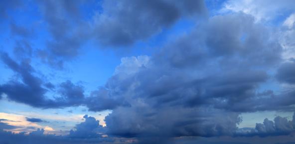 Awe「stormy day」:スマホ壁紙(12)