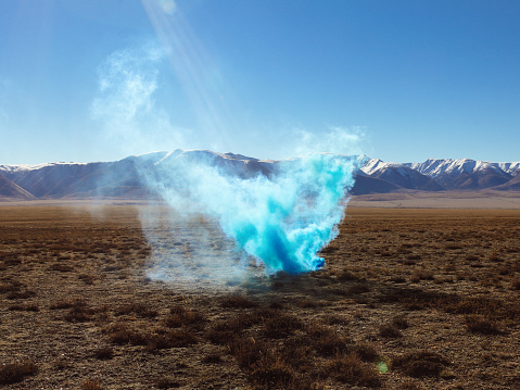 Explosive「Colored smoke in nature」:スマホ壁紙(3)