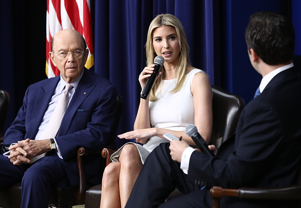 Wilbur Ross「President Trump Holds CEO Town Hall On US Business Climate At White House」:写真・画像(16)[壁紙.com]