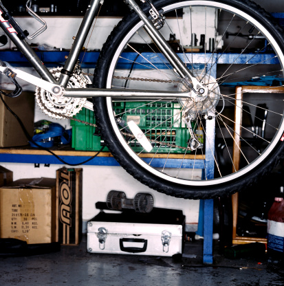 Shed「A bicycle suspended in a garage」:スマホ壁紙(16)