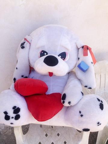 キッチュ「Big cuddly toy dog」:スマホ壁紙(10)