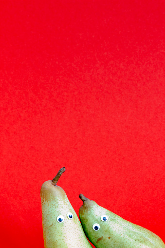 Teamwork「Pair of pears in front of red background」:スマホ壁紙(7)