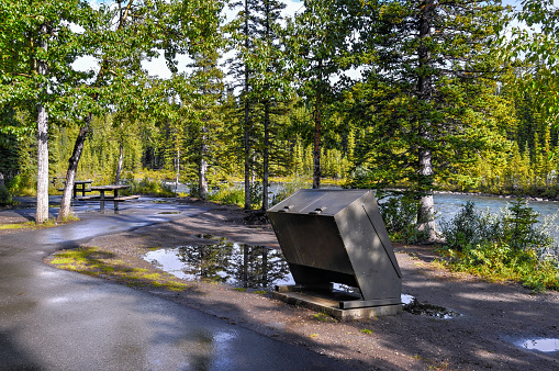 Leisure Activity「Bear proof garbage bin near the pic nic place in the Canadian Rockies」:スマホ壁紙(0)