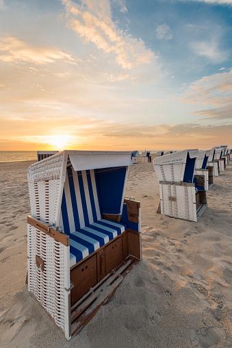 Island「Germany, Sylt, North Sea, sandy beach with hooded beach chairs in sunset」:スマホ壁紙(12)