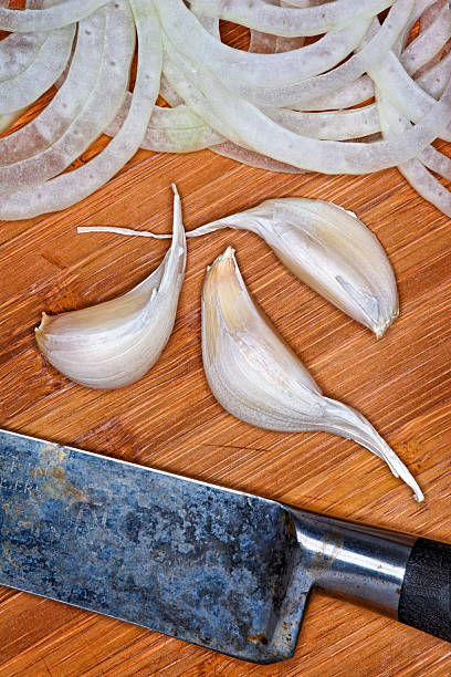 Garlic, Sliced Onions, Cutting Board, Knife:スマホ壁紙(壁紙.com)