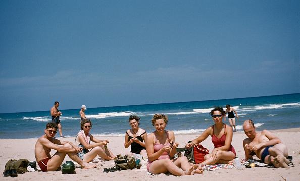 Spain「A Group Of Friends Sunbathe On Beach」:写真・画像(16)[壁紙.com]