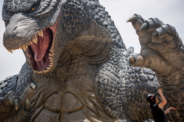 Godzilla「Godzilla Gets Final Touch-up Ahead Of 'MIDTOWN meets GODZILLA' Exhibition」:写真・画像(13)[壁紙.com]