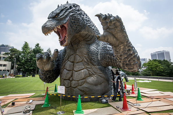 Godzilla「Godzilla Gets Final Touch-up Ahead Of 'MIDTOWN meets GODZILLA' Exhibition」:写真・画像(6)[壁紙.com]