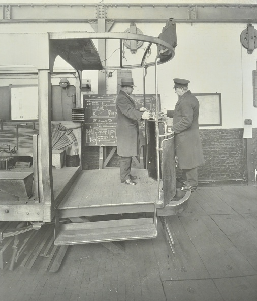 Greater London Council「Learner-Driver Under Instruction In A Mock-Up Of Tram Car Cab, London, 1932」:写真・画像(14)[壁紙.com]
