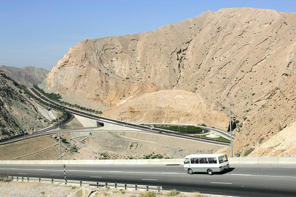 Road Marking「Steep hill with motorway outside Muscat, Oman」:写真・画像(14)[壁紙.com]