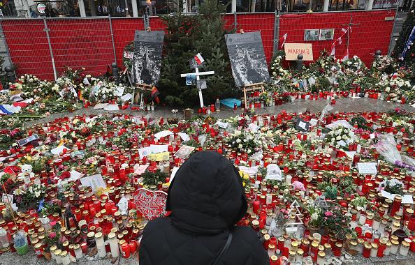 2016 Berlin Christmas Market Attack「Berlin Terror Attack Investigation Continues」:写真・画像(1)[壁紙.com]