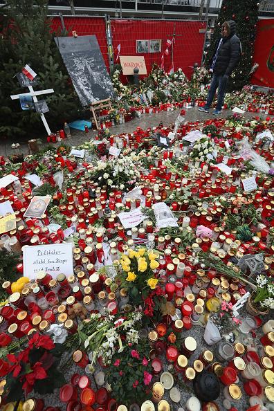 2016 Berlin Christmas Market Attack「Berlin Terror Attack Investigation Continues」:写真・画像(2)[壁紙.com]