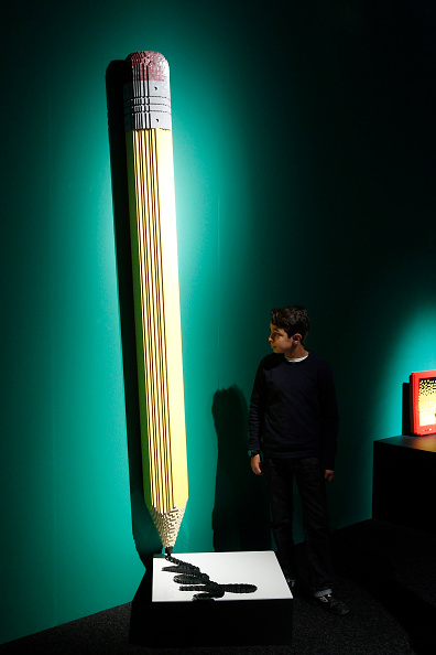 Pencil「'The Art of The Brick' :  Nathan Sawaya's Exhibition At Porte De Versailes In Paris」:写真・画像(7)[壁紙.com]