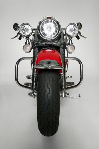 冒険「Large red motorbike in studio, (Front view)」:スマホ壁紙(19)