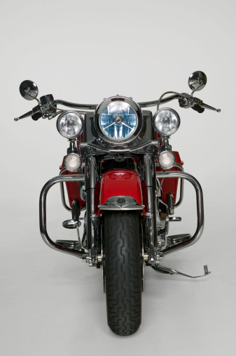 Motorcycle「Large red motorbike in studio, front view」:スマホ壁紙(12)