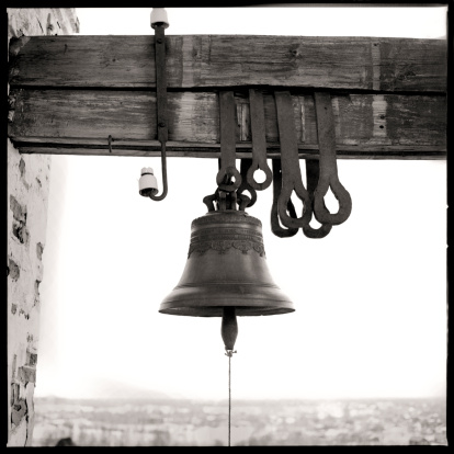 Bell「Bell hanging from wooden beam」:スマホ壁紙(5)