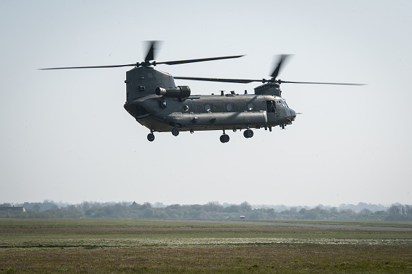 CH-47 Chinook「MoD And NHS Partner With Air Ambulance Service To Offer COVID-19 Support」:写真・画像(6)[壁紙.com]