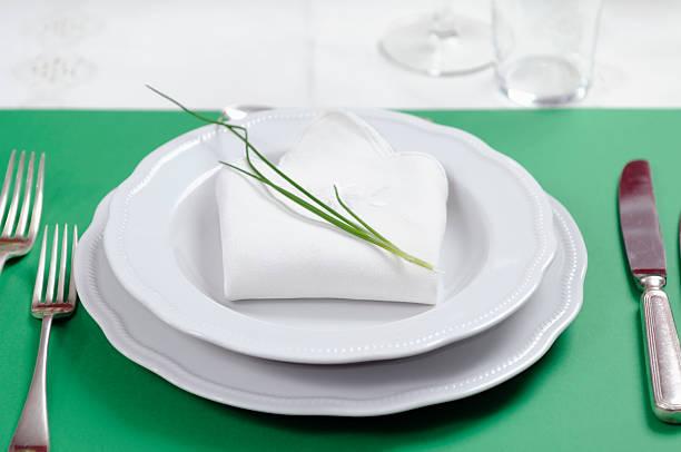 Green Table Setting:スマホ壁紙(壁紙.com)