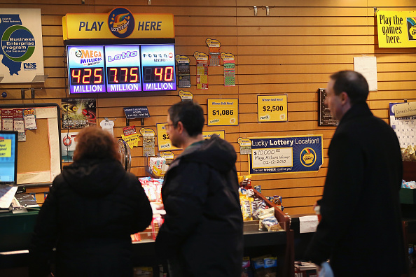 In A Row「Mega Million Jackpot Grows To 400 Million」:写真・画像(1)[壁紙.com]